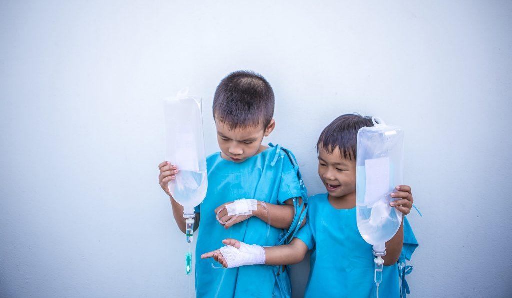 Quelles sont les complications d'une rhinopharyngite chez l'enfant?